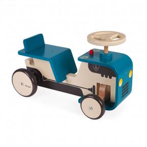 Aufsitztraktor aus Holz