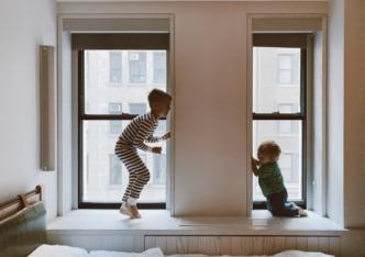 Des exercices physiques simples et ludiques à faire en famille durant le confinement.