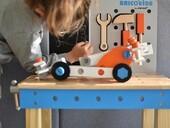 Bricolage 🧰🛠️ du dimanche !  Et quelles belles constructions !  Seul ou à plusieurs, avec une imagination débordante, les kids n'ont pas fini de nous surprendre !  📷@etoiles.etcrayonsgris   #janod #jeux #jouets #jouetenbois #imiter #partager #echanger #jouer #grandir