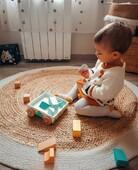🤍 Douceur du lundi 🤍  Avec ce chariot de cubes à promener de notre gamme Pure, aux tons doux et délicats, bébé et les plus grands s'éveilleront aisément aux formes et aux couleurs !   Et grâce aux roues en bois avec caoutchouc anti-dérapant, le déplacement se fera aussi en douceur ;)  📷 @mamanetmini   #janod #jeux #jouets #jouetsenbois #imiter #partager #echanger #jouer #grandir #bienveillance #confiancenesoi