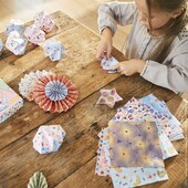 💐🐦Très joli Origami 🐦💐  Fleurs, oiseaux, guirlandes… Grâce à notre kit Origami Jolies Déco, votre enfant pourra laisser libre cours à son imagination et ses envies, et réaliser ainsi de jolies décorations pour sa chambre, et la maison !  #janod #jeux #jouets #jouetsenbois #imiter #partager #echanger #jouer #grandir #bienveillance #ateliercréatif #diyenfant #diycréatif