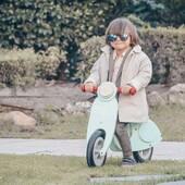 🚲Let's go for a ride baby !🚲  Avec autant de charme et de classe, cet adorable garçon ne passera pas inaperçu avec sa Draisienne Scooter Mint !  📸@justinmyhandbag   #janod #jeux #jouets #jouetsenbois #imiter #partager #echanger #jouer #grandir #bienveillance #confiancenesoi #draisienne #équilibre #coordination #letsgoforaridehandbaga